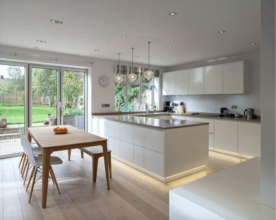 cocina comedor concepto abierto con luz incorporada
