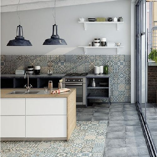 Paredes Grises con Mosaico en la cocina