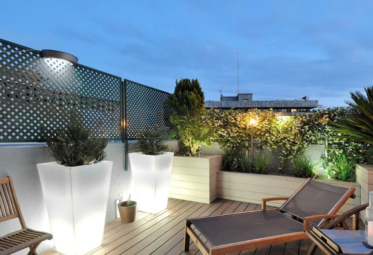 Decorar terraza de ático con luces