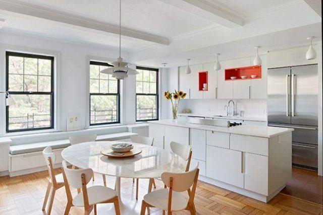 Añade un punto de color a tu comedor cocina minimalista