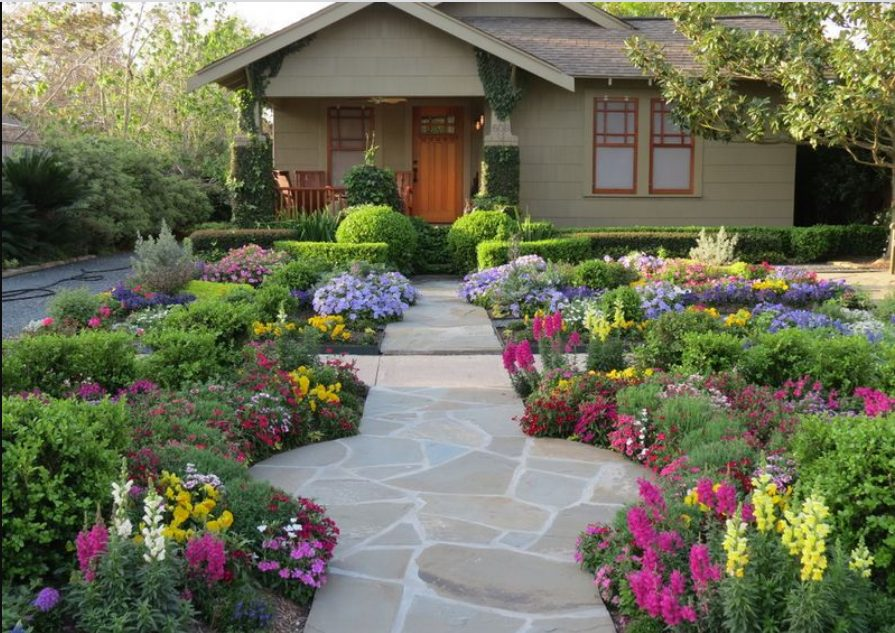 decoración de jardín frente a la casa colorida