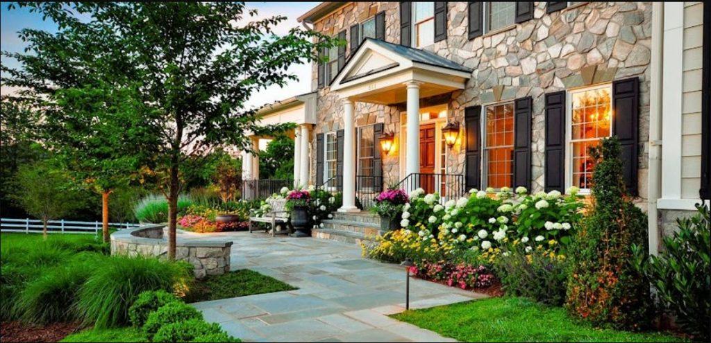 decoración de jardín frente a la casa glamouroso