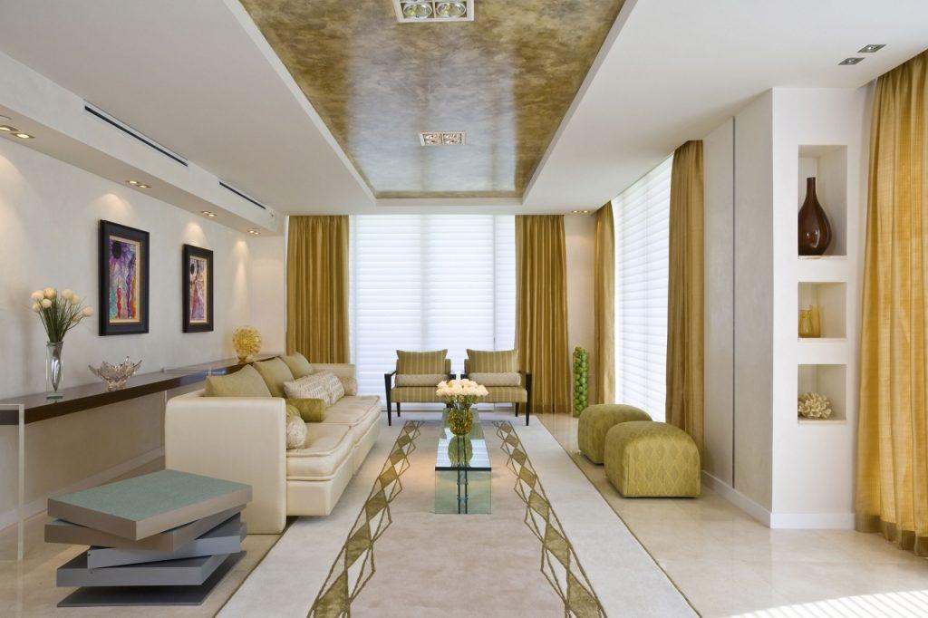 Lujosa y relajada sala en blanco y oro téxtil