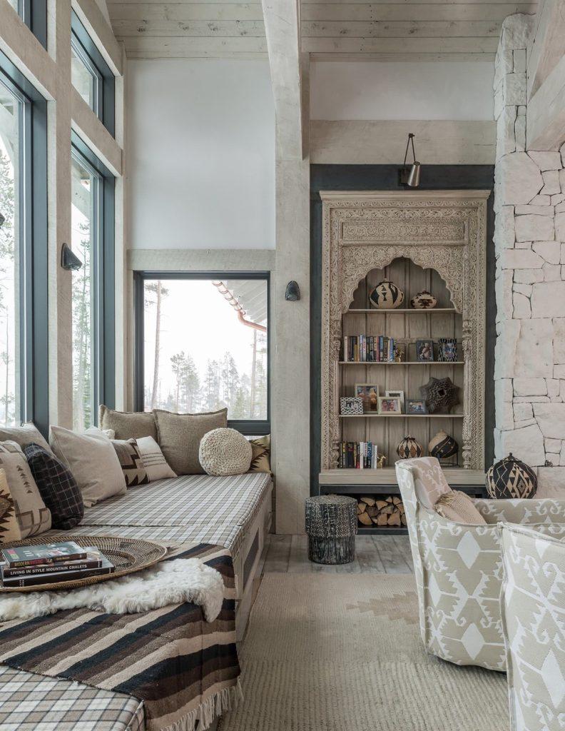 Un salón rustico para una casa de campo encantadora