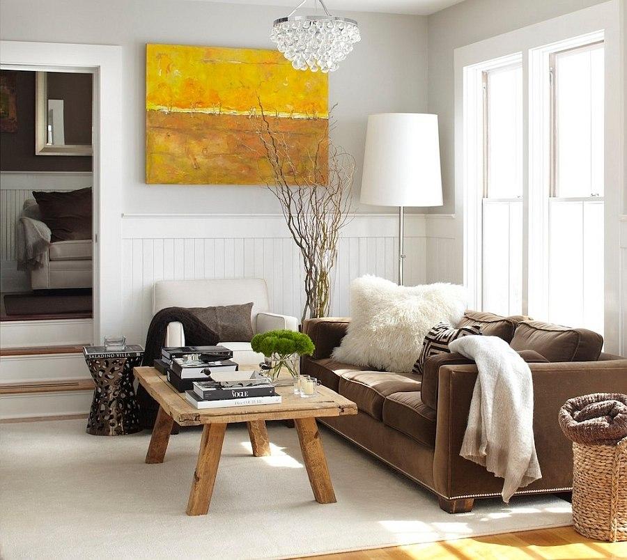 sala de estar rustica y pequeña con obras de arte