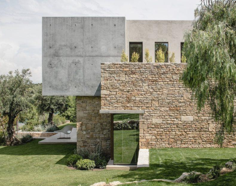 Casas de piedras modernas con revestimiento antiguo