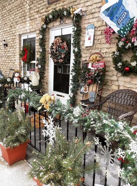 decorar el patio en navidad industrial