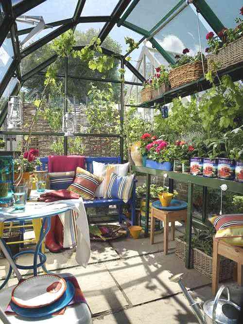 Jardín de invierno sencillo y casual, pero muy práctico