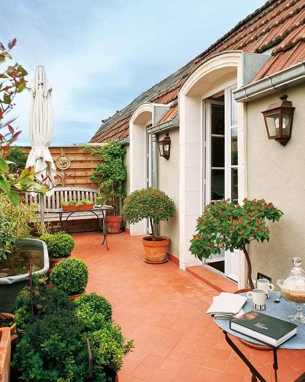 Amueblar una terraza de ático a la usanza tradicional