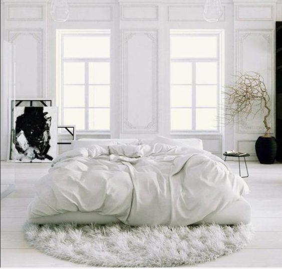 Dormitorio blanco moderno de aspecto nórdico