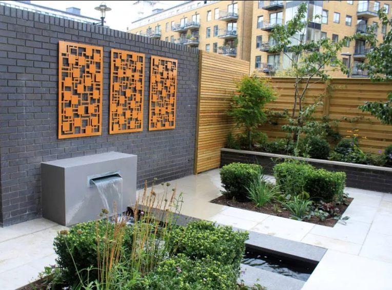 Adorna un muro exterior con paneles coloridos impresos en 3D