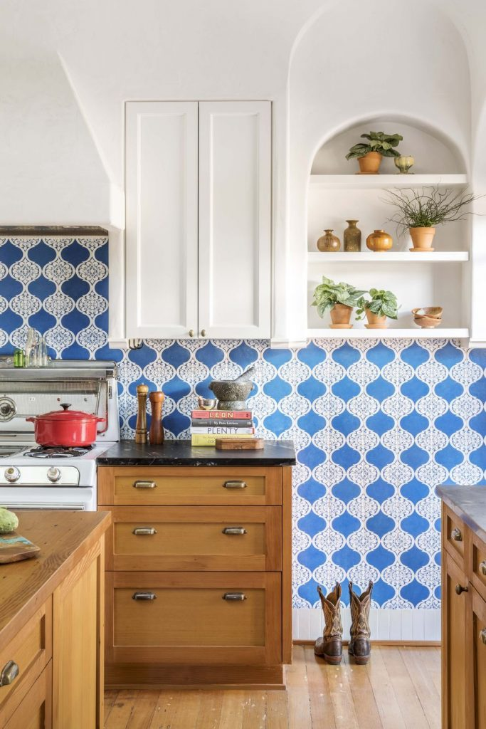 Baldosas con un patrón brillante para una cocina moderna