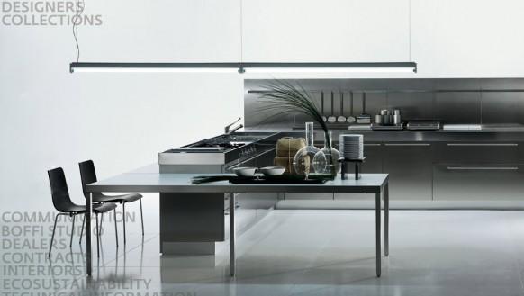 Cocina con paredes de acero inoxidable sencilla y elegante