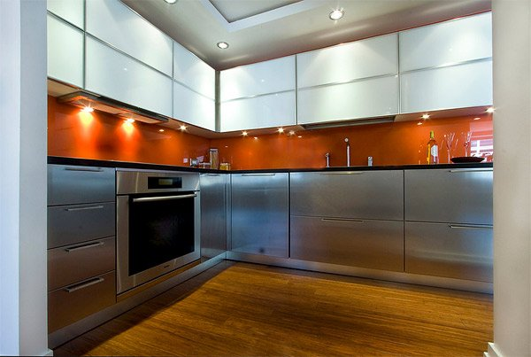 Cocina moderna con vidrio pintado