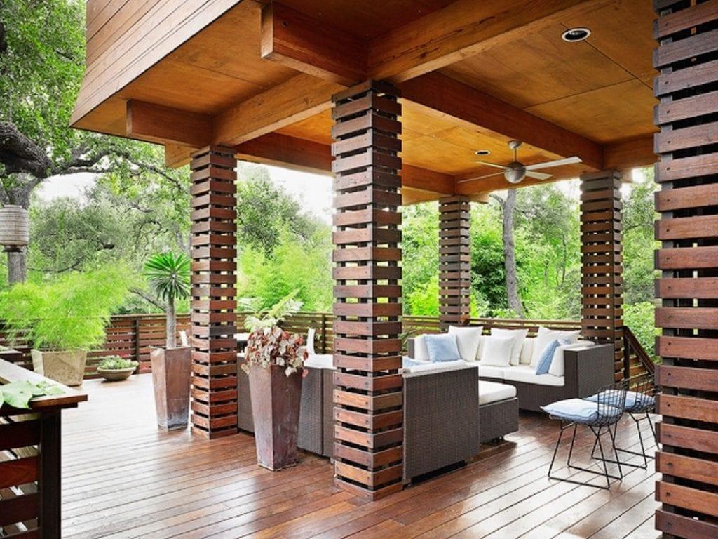 Columnas cuadradas de madera muy originales