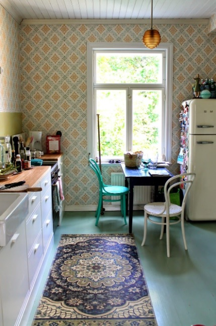 vintage como una cocina con papel pintado