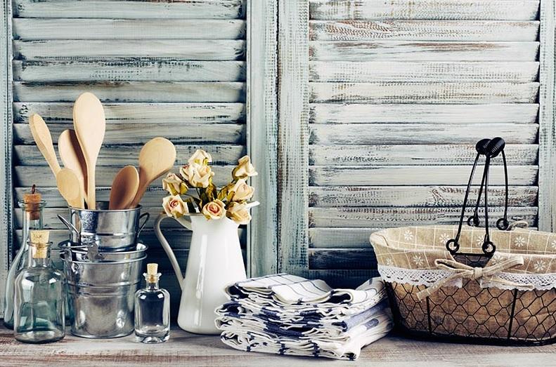 Utensilios a la vista para una cocina vintage