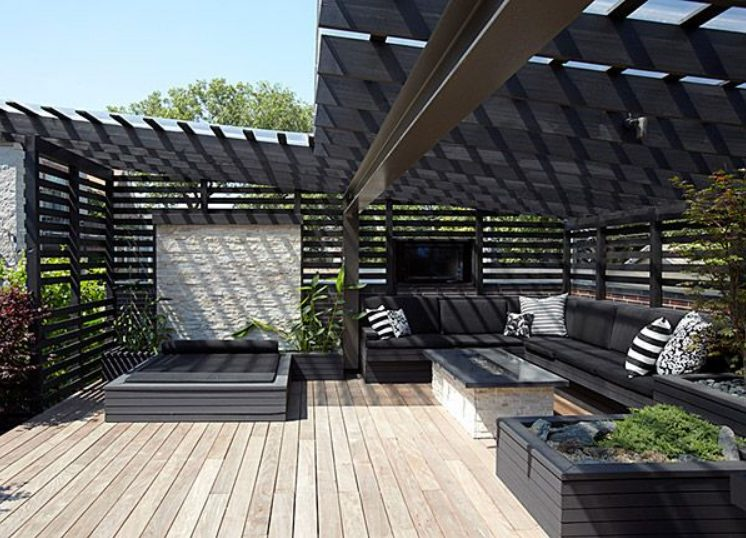 Terraza minimalista pequeña Negra y luminosa