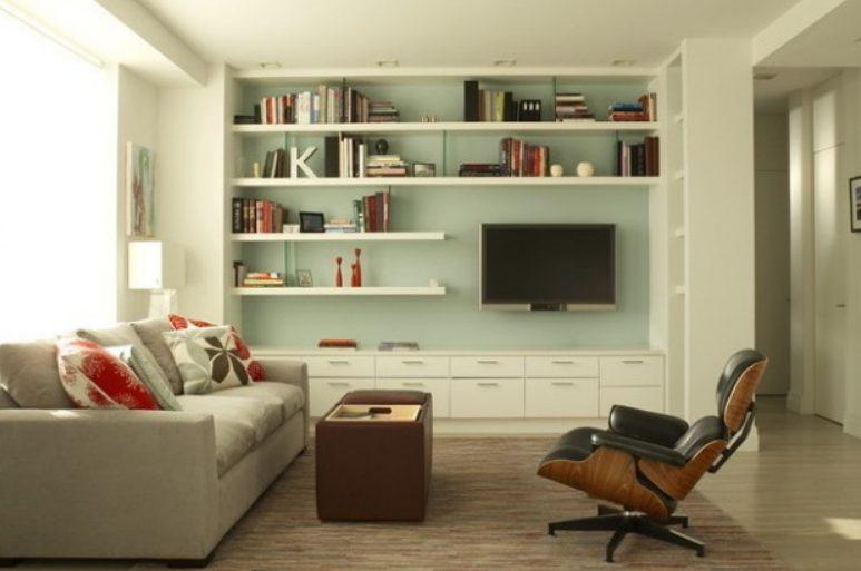 Una estantería mueble en el salón luminosa y fresca