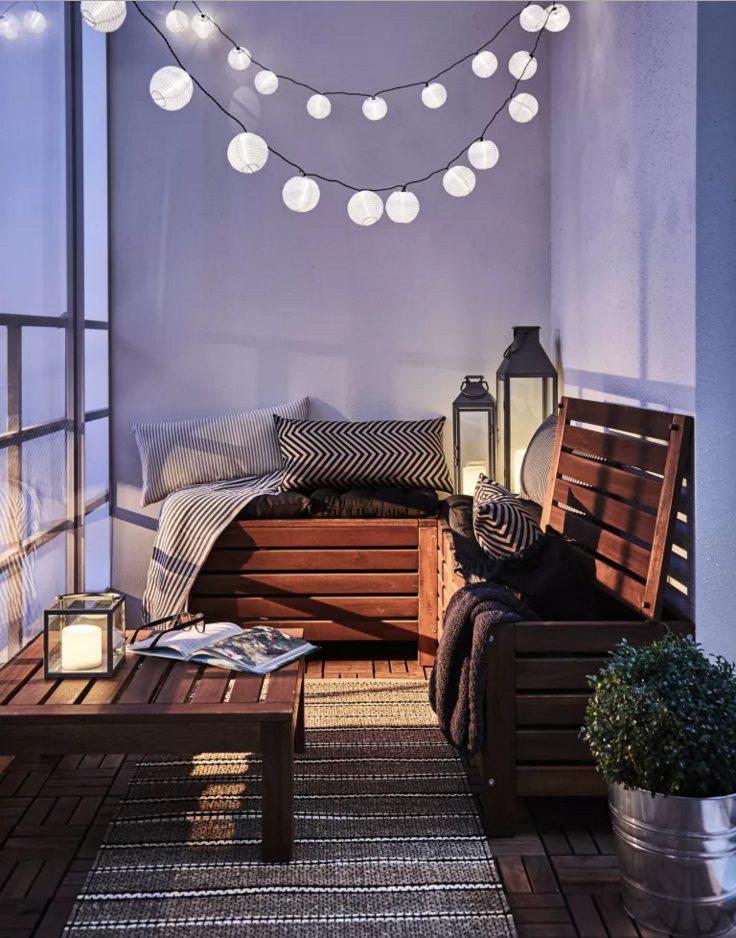 Balcones con luces de navidad tranquilo