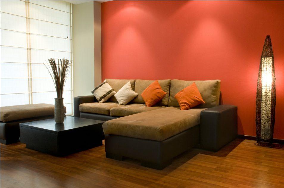 Dos colores para salones con muebles marrones