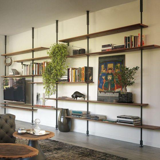 Una estantería mueble en el salón ligera y funcional