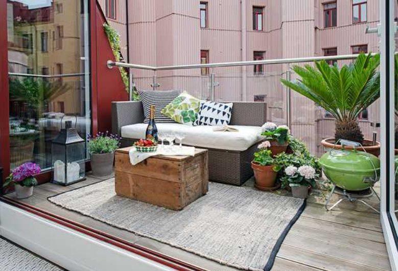 Terraza minimalista pequeña con forma de salón