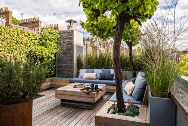 Terraza minimalista pequeña y veraniega