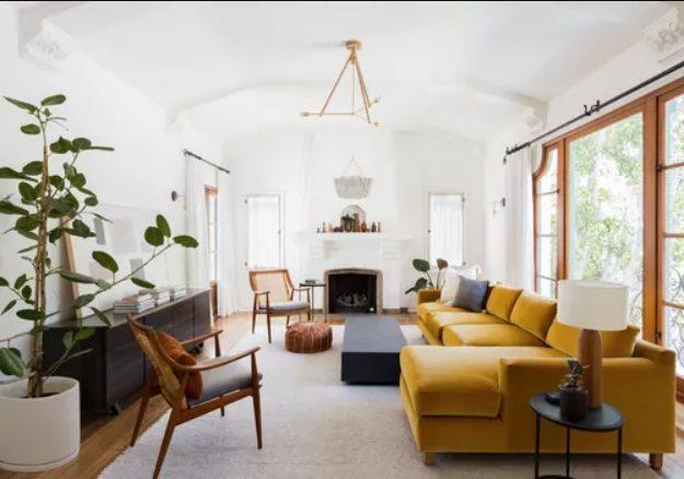 Salón rectangular para vivir el color