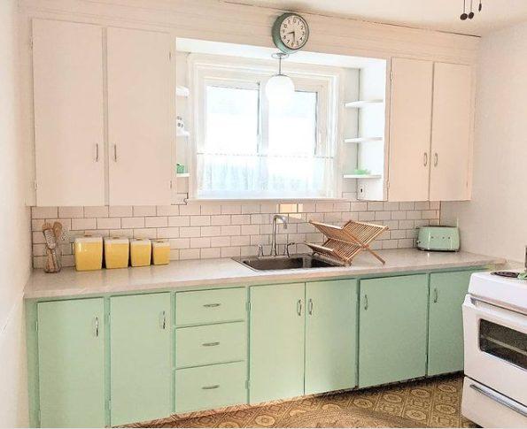 Mantén simple la decoración de la cocina pequeña y vintage