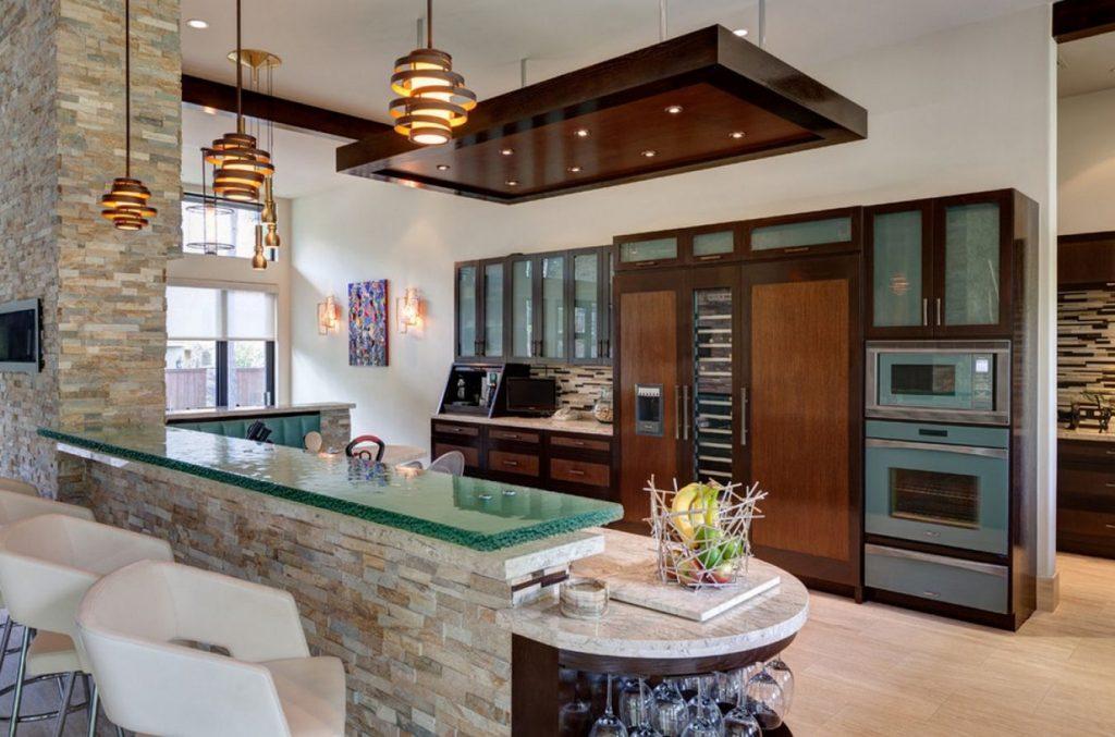 Paleta de color claro para las piedras de esta cocina más moderna