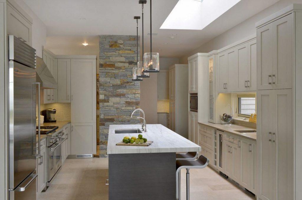 Piedras de diferentes colores para decorar la cocina