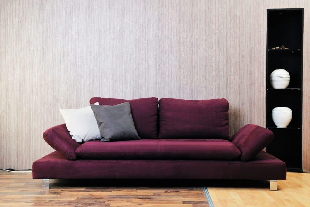 Púrpura y burdeos mezclados para el sofá del salón