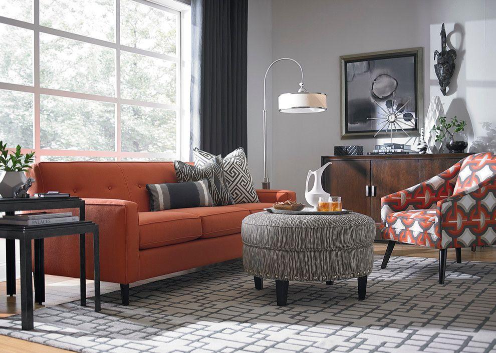 Salón contemporáneo con sofá naranja
