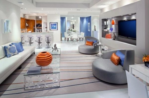 Salón lujoso y moderno con toques de color