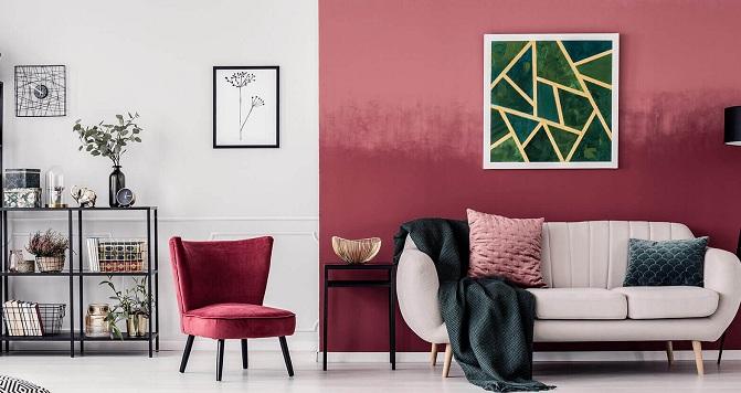 Salón pintado en blanco y rosa