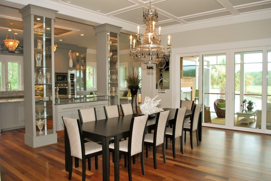 Separa la cocina del comedor con un par de columnas