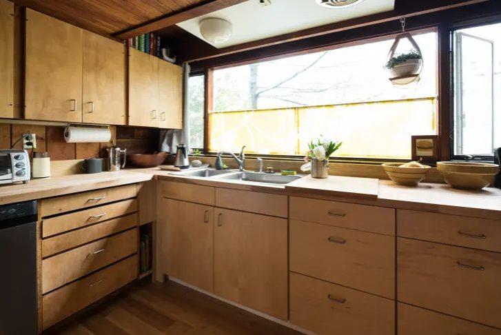 cocina vintage pequeña totalmente de madera