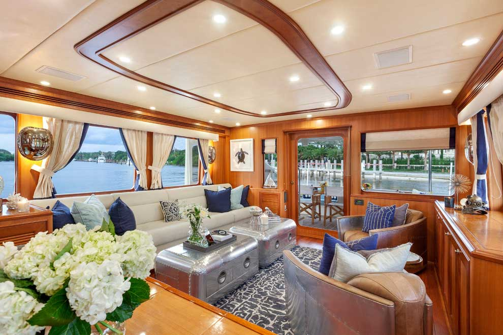 salon estilo marinero en un barco