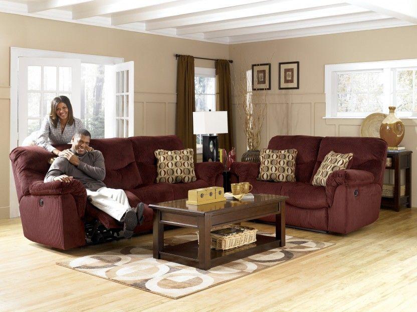 sofa burdeos como protagonista del salon