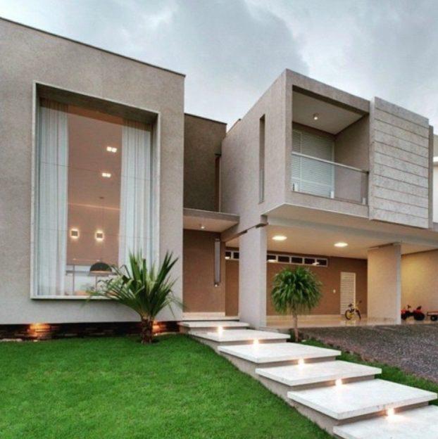 Casa grande moderna con arquitectura modular