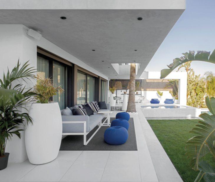 Casa planta baja moderna en blanco y cristal