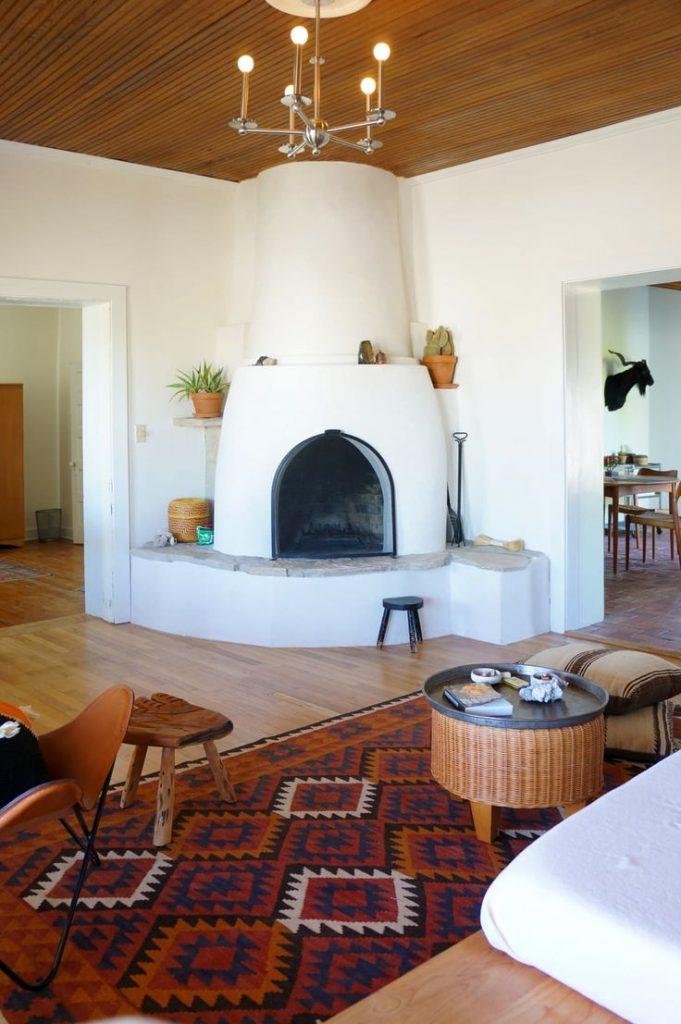 Casa rural con chimenea sofisticada