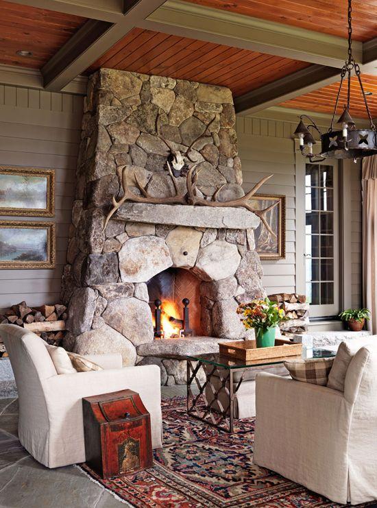 Casa rural con chimenea en piedra