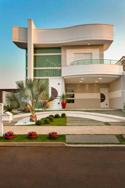 Casa grande moderna curva
