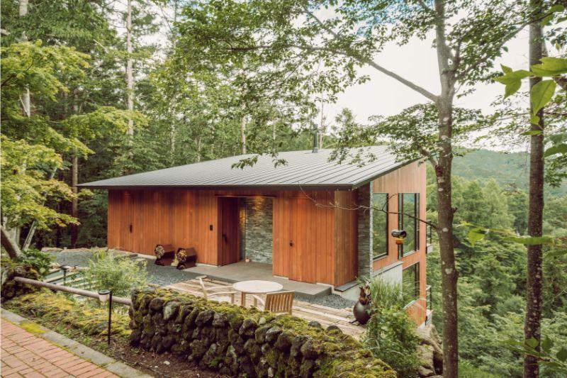 Cabaña japonesa a la Orilla del Bosque