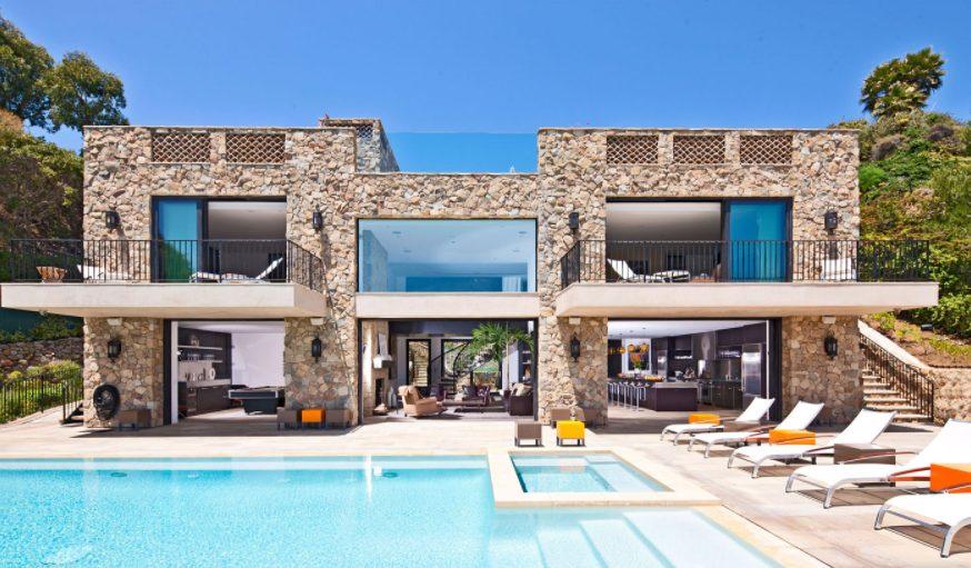 Casa grande moderna de toque mediterráneo