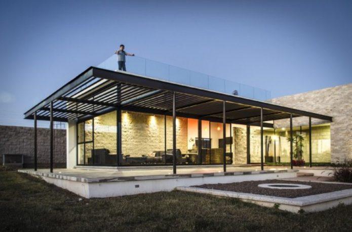 Casas planta baja modernas con paredes de cristal