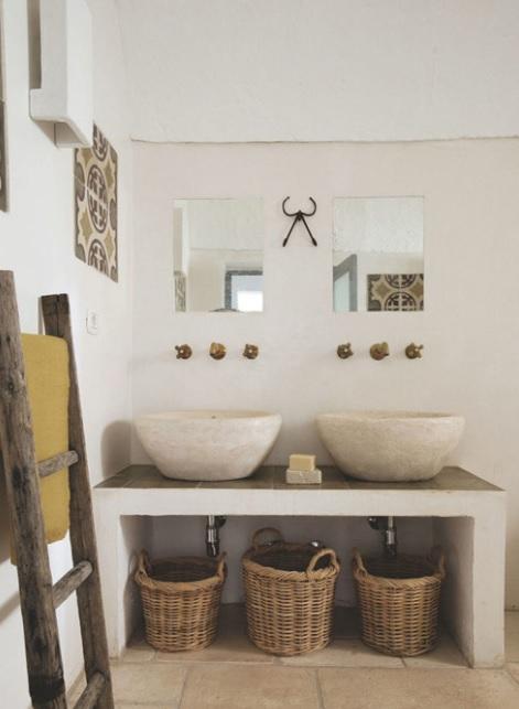 baños pequeños rústicos con materiales naturales