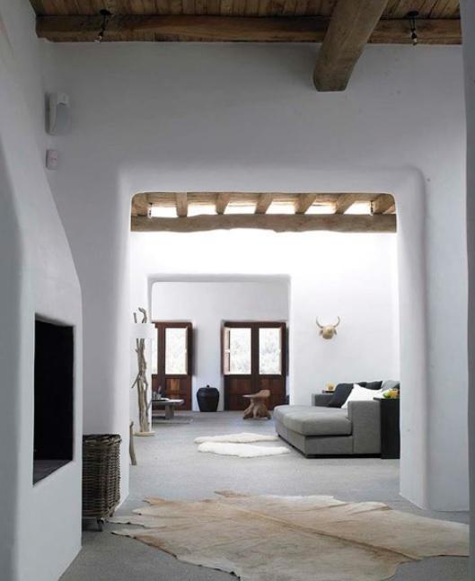 Una casa mediterránea interesante con madera y luminosa